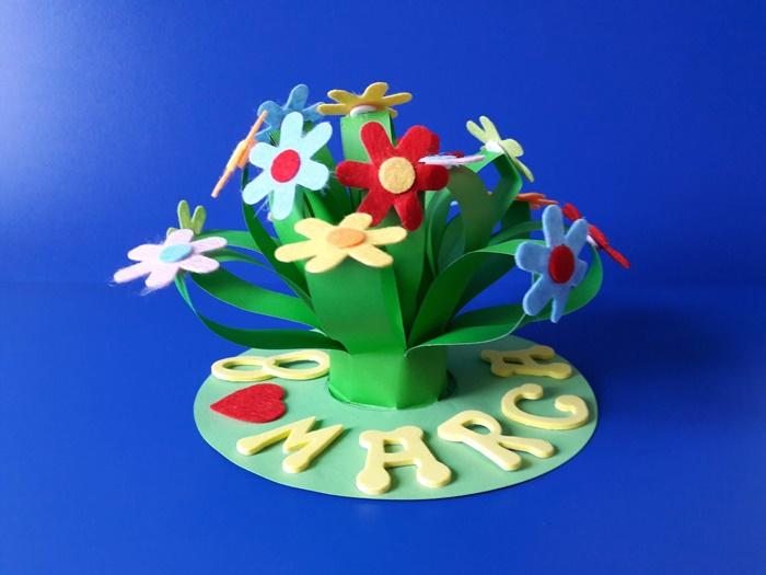 Kwiaty – praca plastyczna zokazji Dnia Kobiet