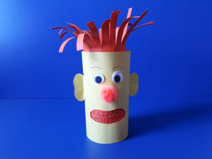 Jak przekonać dziecko do mycia zębów? - ludzik z papieru z pomponikiem