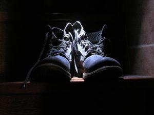Ćwiczymy czynności samoobsługowe - wiązanie butów