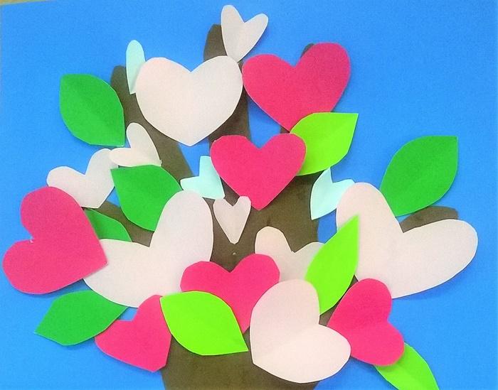 wiosenna-praca-plastyczna-kwitnąca-jabłoń