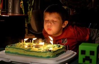 Zabawy oddechowe - zdmuchiwanie świeczek