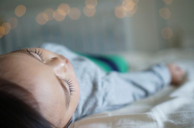 Ile godzin na dobę powinno spać dziecko