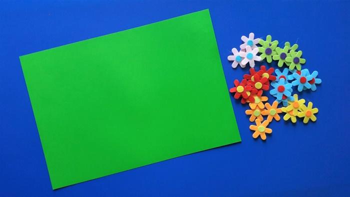 Praca plastyczna zokazji Dnia Kobiet - materiały