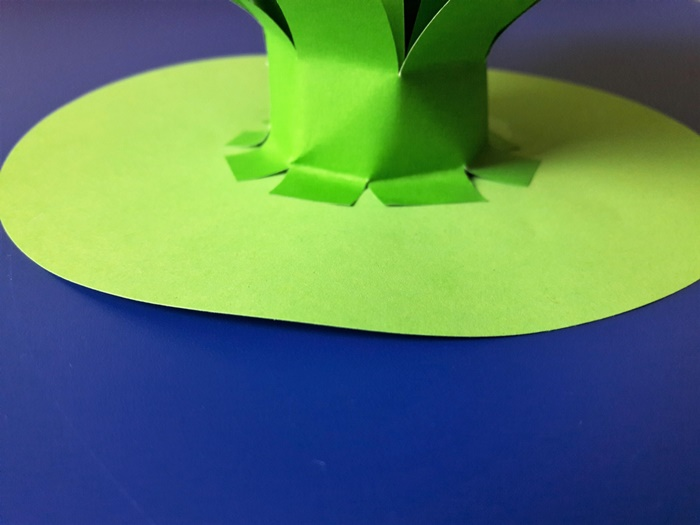 Praca plastyczna zokazji Dnia Kobiet - podstawa łodyżki