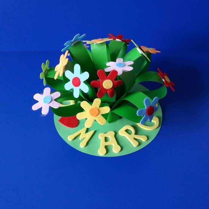 Praca plastyczna zokazji Dnia Kobiet - bukiet kwiatów