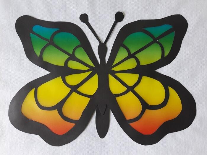 Motyl – witraż zpapieru