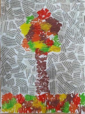 Jesienne drzewo-tło zgazety